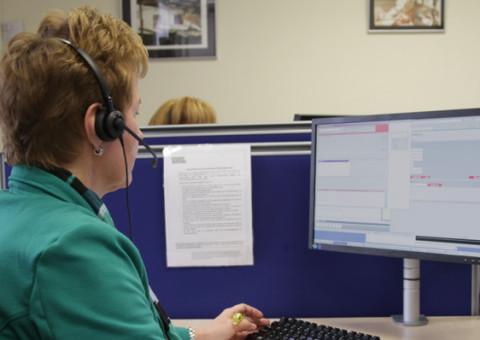 Medewerker Contact Center NL aan het werk